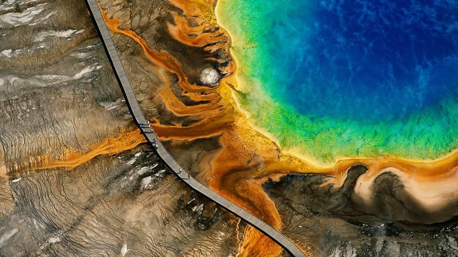 Source chaude du grand Prismatic, Parc national de Yellowstone, Wyoming, Etats-Unis © Y.Arthus-Bertrand