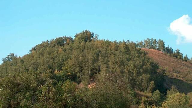 Climbing Héribus slag heap