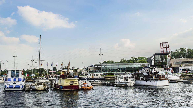 Visit the Grand-Large lake of the marina