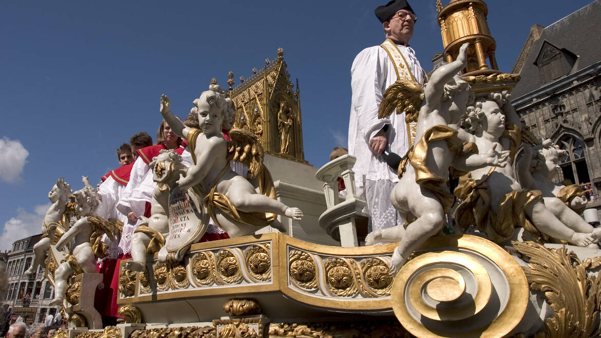 The procession of the Car d'Or